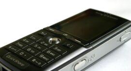 Olcsó telefonok többféle változatban.